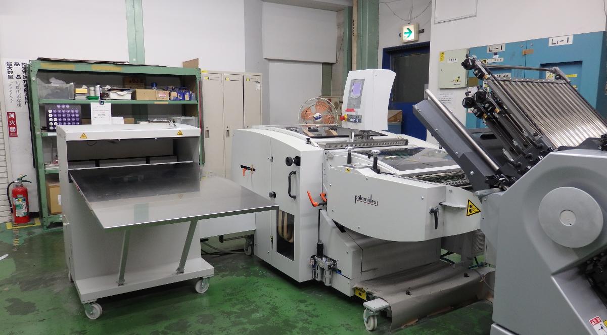 デリバリ作業を自動化して<br>紙折り機の生産能力を2〜3倍に拡大<br>自動デリバリ装置 パラミディスdelta703